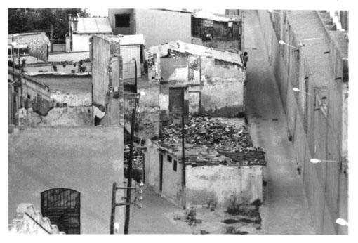 Inici del passatge transversal de la Llacuna_1989_Marta Dominguez Sensada025.jpg