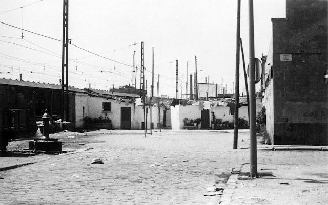 Barraques rere el cementiri-passatge Aymà-1960.jpg